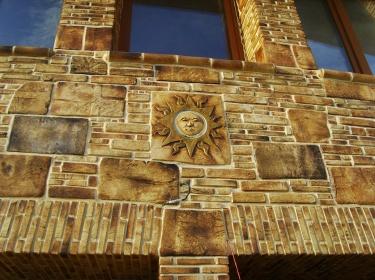 Керамическая облицовка фасада будет служить столетиями, если выдерживать технологии укладки.
