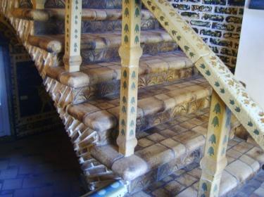 Шамотная плитка для ступеней хорошо режется. Ее легко подогнать к существующим размерам ступеней.