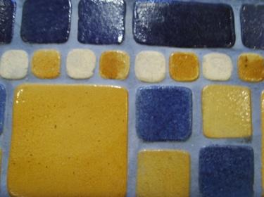 Наличие широкого спектра цветов, размеров, фактуры плитки создают большие возможности для работы дизайнера.